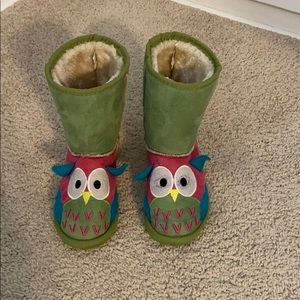 Green owl boots